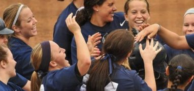 Penn State softball homerun huddle